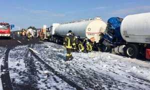 incidente autostrada autobotti schiuma