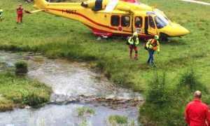 soccorso uomini elicottero torrente